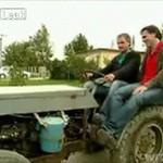 Chojrak spadł z traktora!