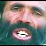 Afgańczyk naśladuje odgłosy wojenne