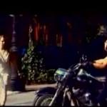 Co gość na motorze...