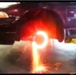 Co czuje twoje auto, gdy palisz gumę?