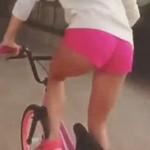 Chciała popisać się na BMX-ie
