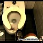 W toalecie w restauracji