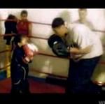 PIĘCIOLATEK, szkolony na boksera