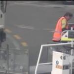 Ten bagażowy nienawidzi swojej pracy!