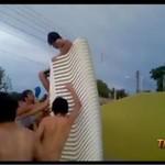 Skok do basenu - koncertowo go skopali!