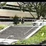 Brawurowy skok ze schodów