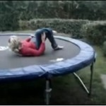 Matka na trampolinie - AUĆ!