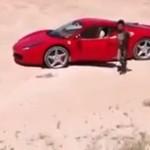 Mały chłopiec driftuje Ferrari 458 Italią