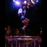 Striptizerka UPADŁA na pokazie!