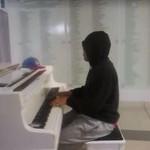 """Na tym pianinie było napisane """"Zagraj na mnie"""""""