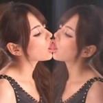Azjatka uczy sztuki całowania