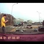 Motocyklista SKOSIŁ dwie osoby!