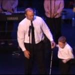 10-letni ślepy autystyczny chłopiec powala śpiewem