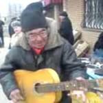 Ruski muzyk - zarabia na swoje utrzymanie!