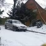 Auto wpadło w poślizg