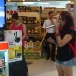 Karaoke w sklepie - wszystkich zaskoczyła!
