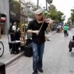 Niewiarygodnie dobry skrzypek!