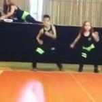 Dzieciaki tańcza salsę