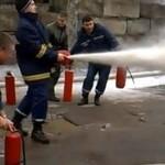 Strażacy bawią się w pracy