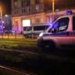 Wóz policyjny utknął na torowisku
