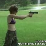 Chciał nauczyć żonę strzelać