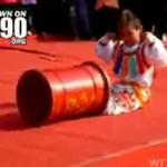 Sprawdź, co potrafi chiński chłopiec - akrobata