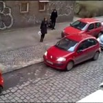 2 kobiety próbują zaparkować auto - HIT INTERNETU!