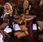 Striptiz Carmen Electry na koncercie ZZ Top