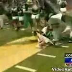 Cheerleaderka stratowana przez futbolistów!