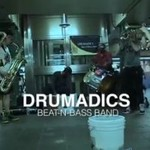 """""""The Drumadics"""" grają na ulicy"""