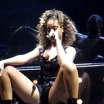 """Rihanna """"zaspokoiła fana"""" w trakcie koncertu!"""