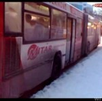 Autobus nie może ruszyć z przystanku!