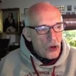 Janusz Korwin-Mikke siedzi na necie