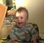 Dziecko zwymiotowało ze śmiechu!