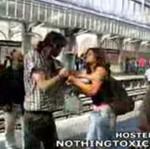Uderzył dziewczynę na stacji metra