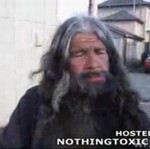 Zapłacił bezdomnym za armwrestling