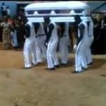 Rozrywkowe podejście do pogrzebu