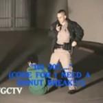 Amerykański policjant obezwładnia dzieciaka!