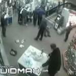 Walka o ostatnią butelkę wódki w supermarkecie