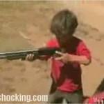 Uczyli liliputa strzelać