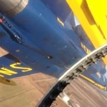 Widok z kokpitu samolotu w formacji Blue Angels