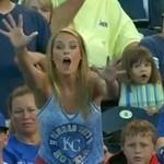 Dzieciak UKRADŁ blondynce piłkę!