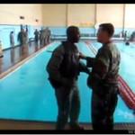 Trening na basenie - żołnierze się boją!