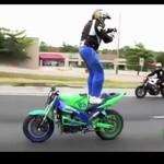Nieustraszony motocyklista - SZALENIEC!?