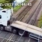 Niebezpieczne zachowanie kierowców na przejazdach kolejowych