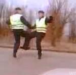 Ruscy policjanciNUDZĄ SIĘ na patrolu!