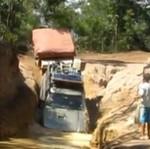 Jeep z przyczepką kontra ekstremalnie trudny teren