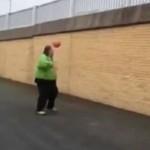 Niezwykłe piłkarskie triki grubaska