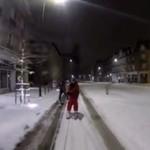 Na nartach przez całe miasto - KOZAK!