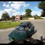 Auto na ścieżce rowerowej